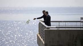 Obama y Macri arrojaron flores al agua
