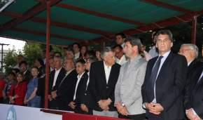 Funcionarios en el palco oficial instalado en calle Urquiza frente a la ex Legislatura