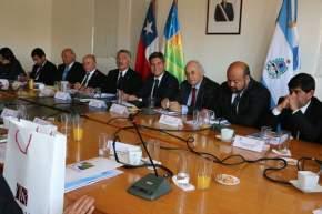 La Comisión de Diálogo Político, que convoca a consejeros regionales de Coquimbo y diputados provinciales de San Juan, sesiona en el marco de la XXV reunión del Comité de Integración Paso de Agua Negra