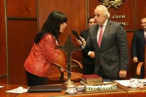 El vicegobernador Marcelo Lima toma juramento a la diputada Graciela Seva, de la Sala Acusadora