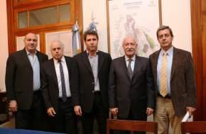 Ministro de Planificación e Infraestructura, Ortiz Andino; Vicegobernador Marcelo Lima; Gobernador Sergio Uñac; titular del CFI, Juan José Ciácera, y Ministro de Hacienda, Roberto Gattoni