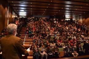 Las integrantes de cooperativas del programa Ellas Hacen, colmaron el Auditorio Eloy Camus del C.Cívico