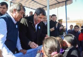 El gobernador Uñac prometió construir más viviendas