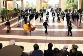 La banda de música del DIM 22 interpretó temas musicales que fueron bailados por una pareja de bailarines