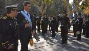 El gobernador Uñac pasa revista y saluda a la formación del DIM 22