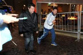 Lionel ingresa al hotel Del Bono Park