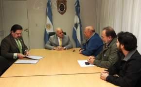 Marcelo Lima suscribió un convenio de colaboración con el titular de la Fundación Raíz, Julio Varela
