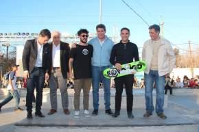 Autoridades en la inauguración del Skatepark