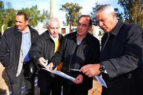 El ministro Castor Sánchez Hidalgo con funcionarios municipales, de Arquitectura y de Salud