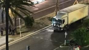 El camión. Sólo iba el chofer que fue abatido por la policía.