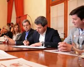 El gobernador Uñac firma el acuerdo
