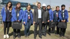 El intendente Aranda con personal del área Salud que hace relevamiento con los vecinos