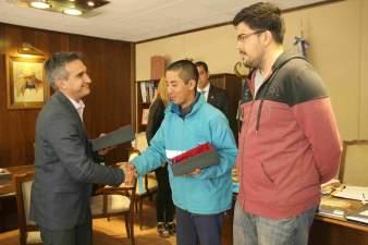 El Intendente Aranda distingui� a dos empleados municipales