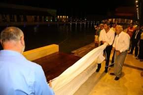 Descubren placa recordatoria de la inauguración de la Plaza del Bicentenario de la Independencia