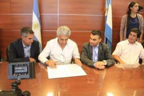 El ministro de Desarrollo Humano, W.Allende firmó convenios con los municipios de Capital, Chimbas y 9 de Julio representados por sus intendentes, Aranda, Gramajo y Núñez, respectivamente