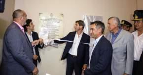 Descubrieron placas en el nuevo edificio del Departamento Bomberos