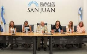 """Panel """"Hacer desde la Mujer"""""""