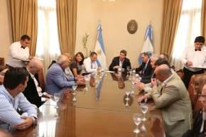 El gobernador Uñac con miembros del gabinete y la flia. Benelbaz