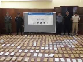 Encontraron 23 bultos que contenían 734 panes de marihuana