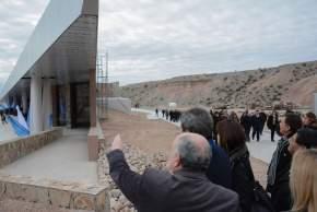 Espectacular construcción del Ecoparque Anchipurac, en las laderas del cerro Parkinson, en Rivadavia