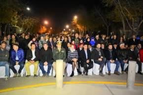 Autoridades, veteranos, familiares, vecinos