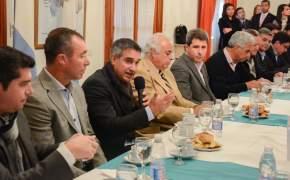 En nombre de los jefes comunales habló el intendente de Capital, Franco Aranda, durante la entrega de audífonos