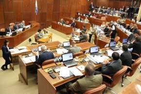 La sesión fue conducida en forma alternada por el vicepresidente primero del cuerpo, legislador José Rubén Uñac; el vicepresidente segundo, diputado César Aguilar y el vicepresidente alterno, legislador Mauro Marinero