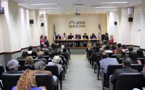 """Presentación del libro """"A 100 años de Historia. Escuela Normal Superior Fray Justo Santa María de Oro"""""""