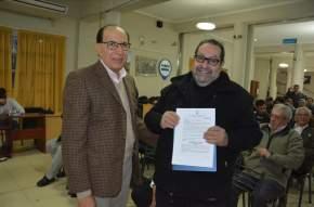 El presidente del Concejo Deliberante, Juan Carlos Salvadó entregó la declaración de interés departamental al Lic. Peñafort