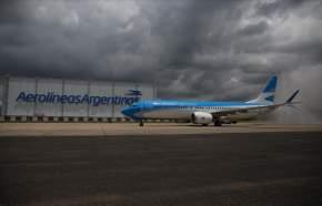Boeing (NYSE: BA) y Aerolíneas Argentinas oficializaron la entrega y debut comercial de la primera aeronave 737 MAX 8