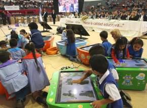 Entregaron bicicletas, kits escolares, elementos de robótica, equipamiento y mobiliario
